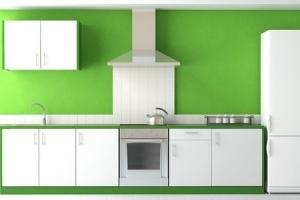 biala-kuchnia-zielona-sciana-meble-kuchenne-okap-czajnik